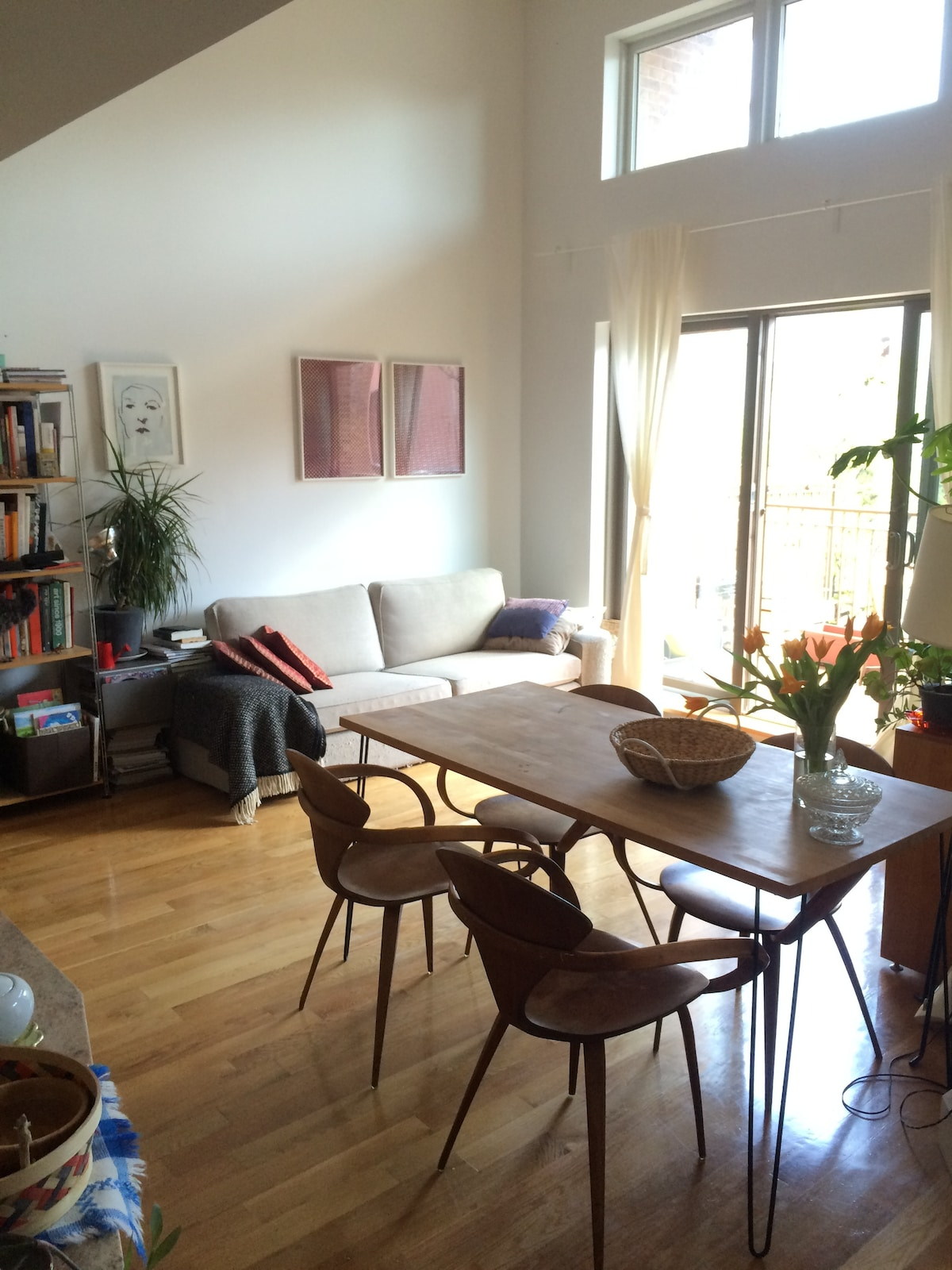 Sunny 1BR w outdoors area