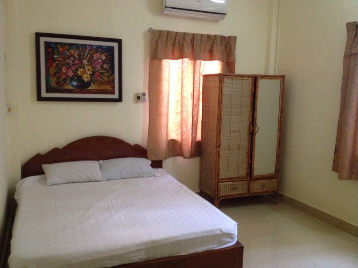 DEAL: Bedroom in central Phnom Penh