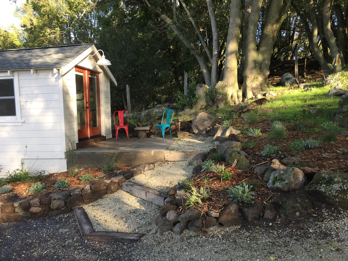 Sonoma Country Cottage, On 50 Acre