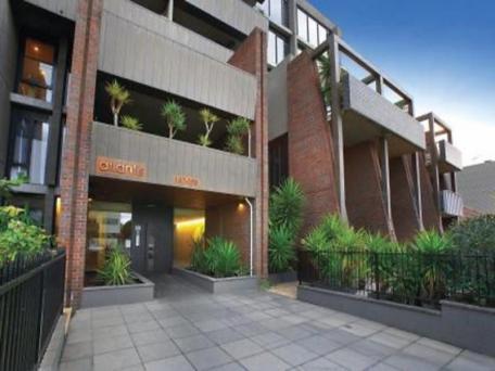 Large Apartment Port Melbourne