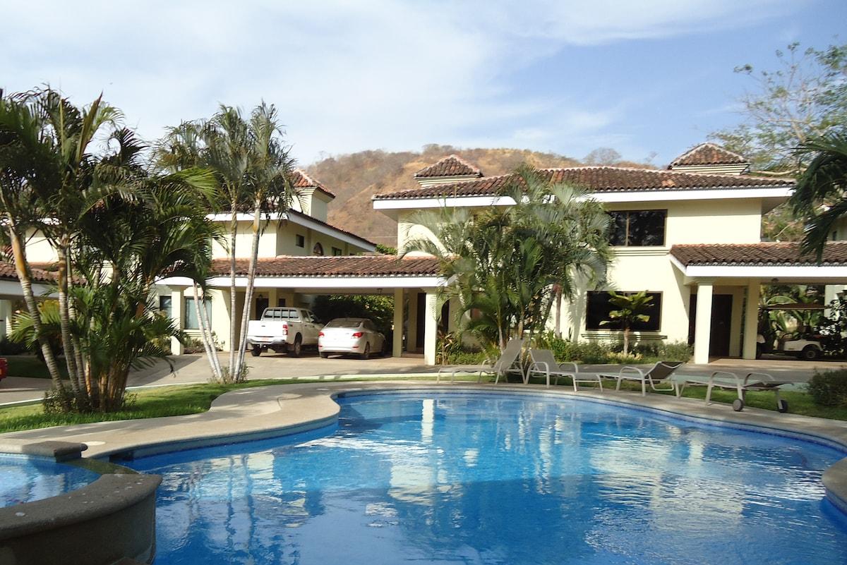 Spacious Sunny Villa Beach Gateaway