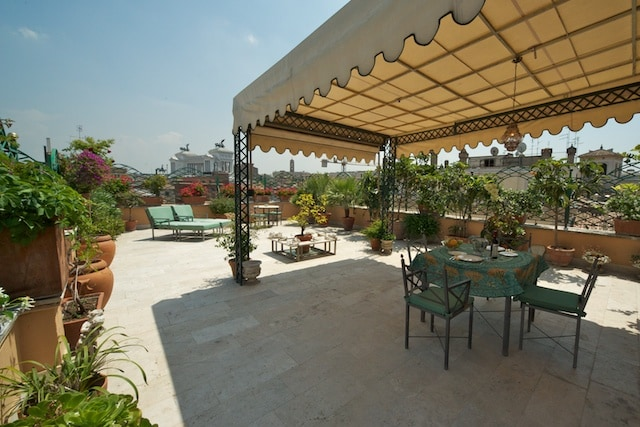 Exclusive terrace piazza argentina for Terrace 45 qc