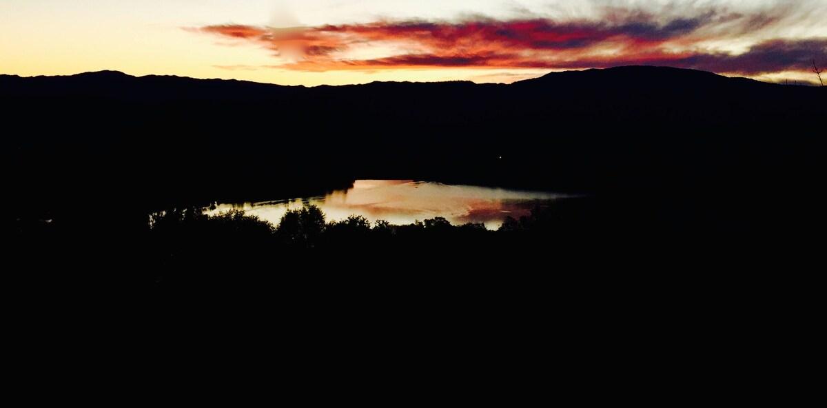 Breathtaking Lake View Studio!