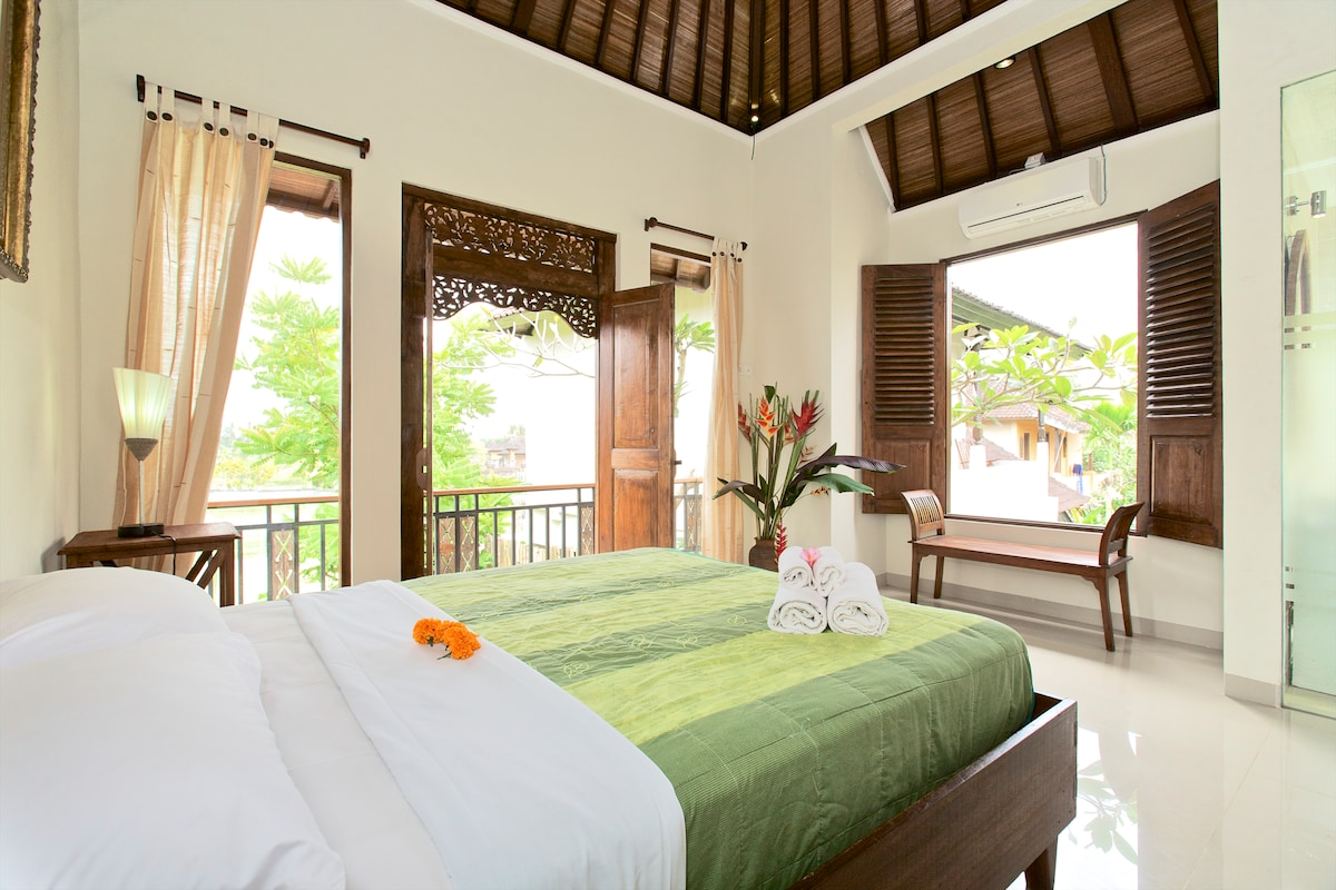 Double Bed With AC and ricefield view