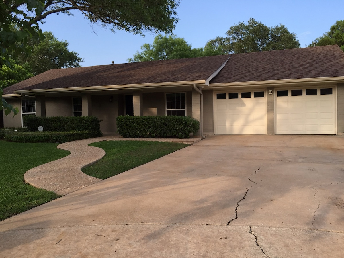 Gorgeous home 8 min from downtown