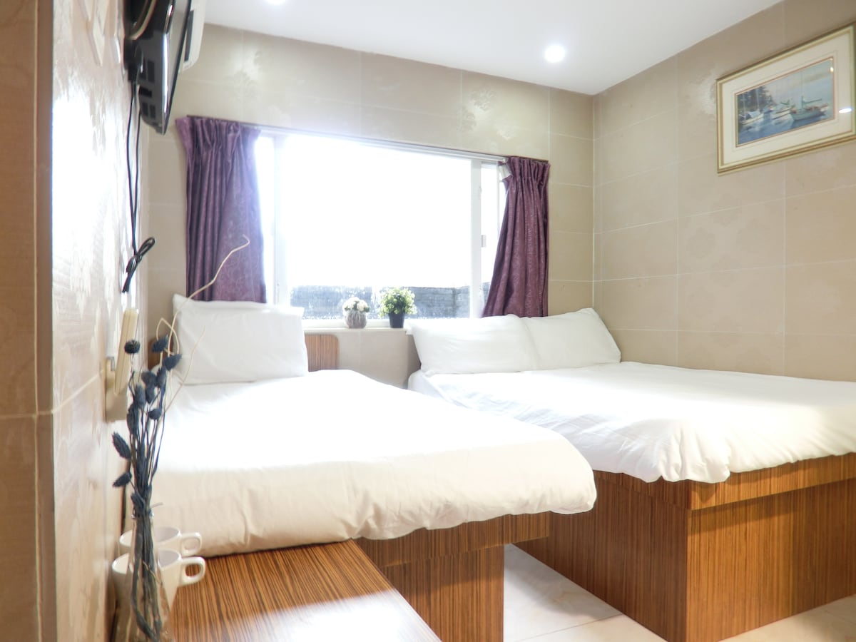 Mongkok CBD comfortable triple room