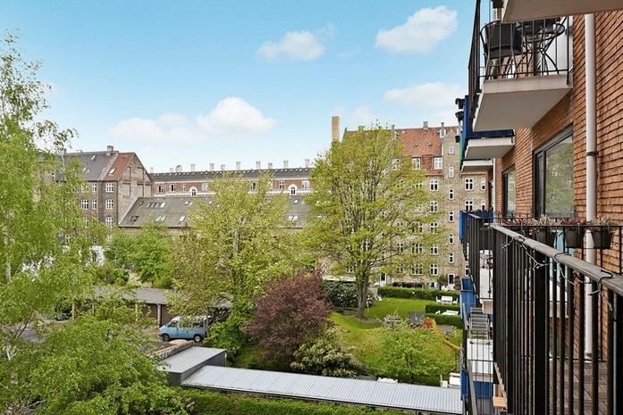 Functional apt with sunny balcony