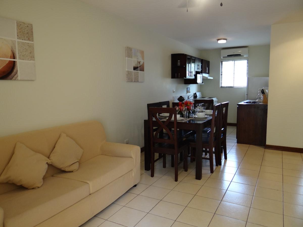 Cozy apartment 1block to beach