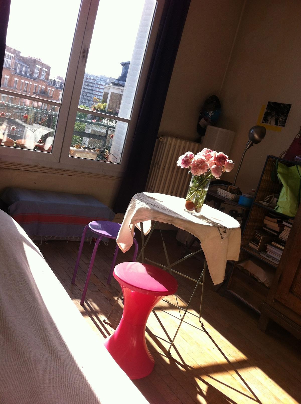 Chambre spacieuse, lumineuse (17e)