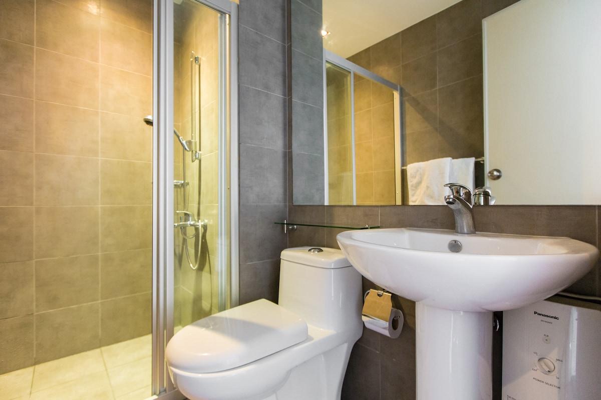 Luxurious 1 Bedroom Condominium