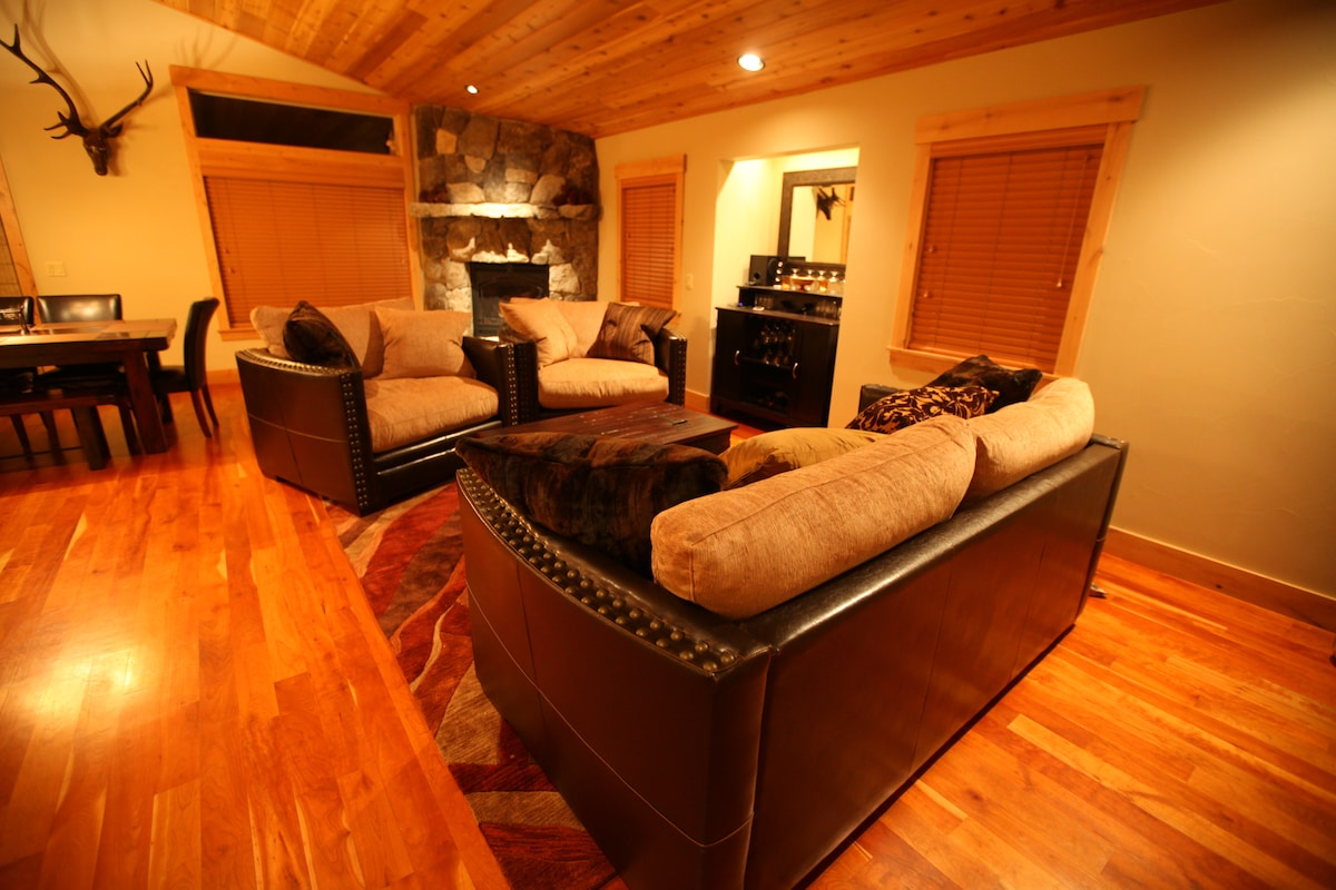 Expansive hardwood floors, over-sized couches, and a warm gas fireplace greet you in the living room