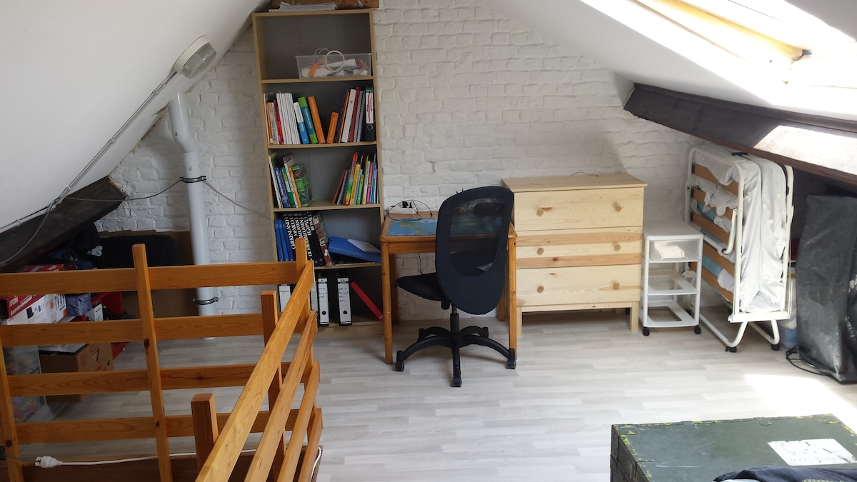Cosy attic south of Brussels Centre