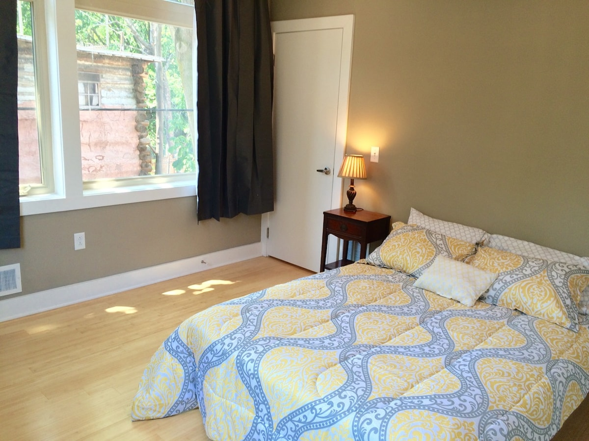 Sunny, Large Bdrm in Luxury House!