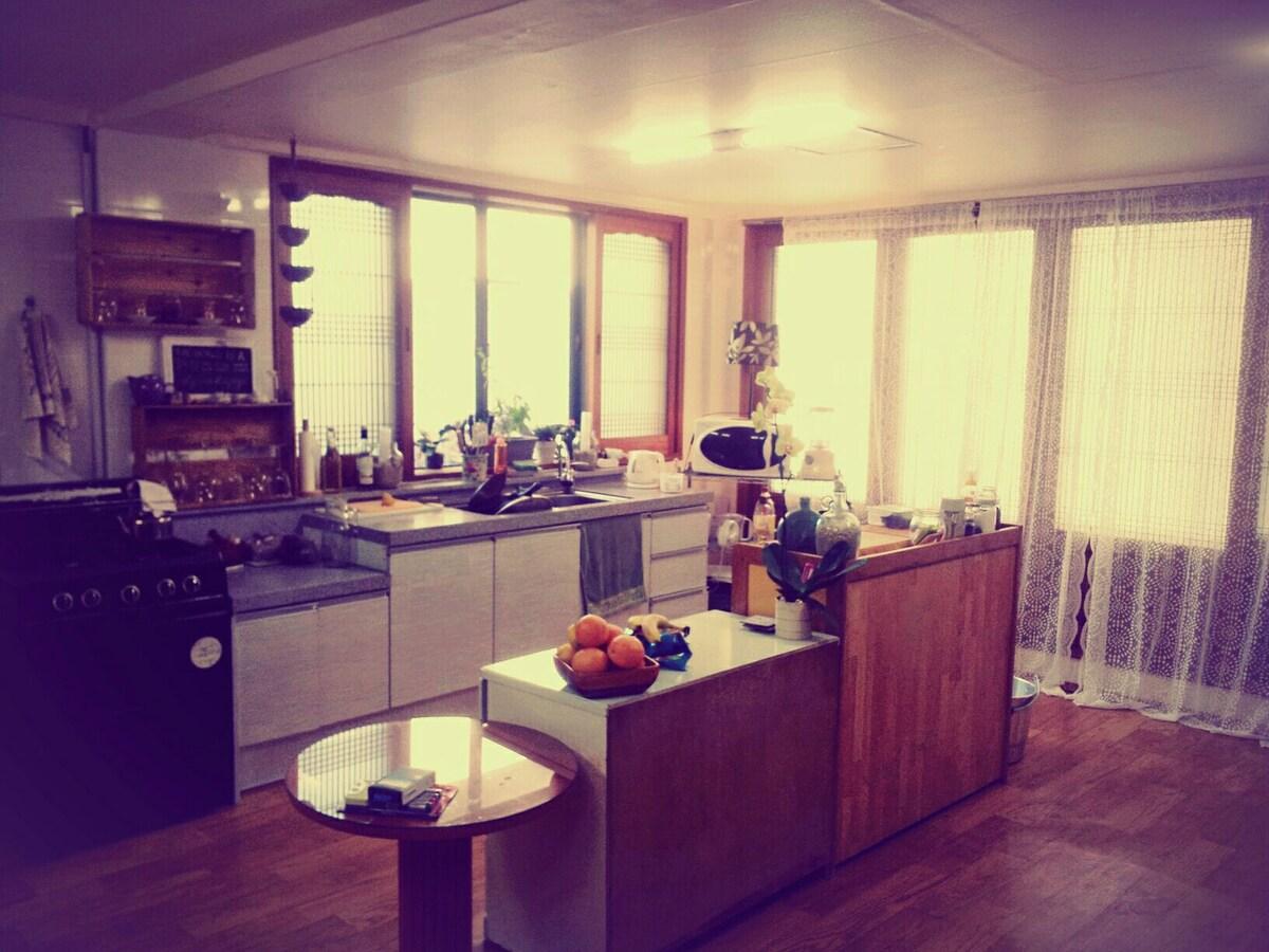 Cozy guestroom in the Ju☆