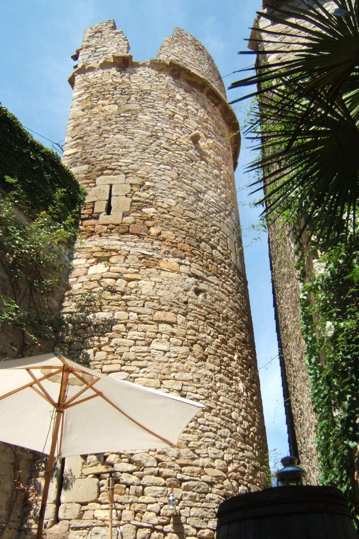 Gite La Tour - medieval and modern