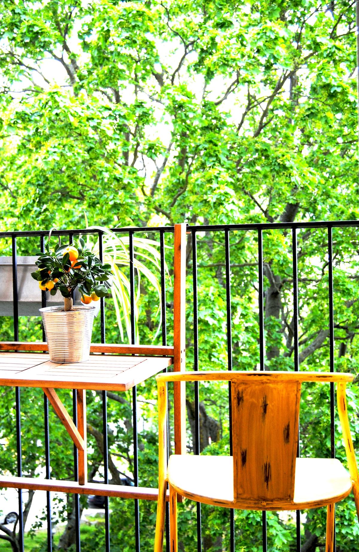 Cozy studio w/ balcony in Södermalm