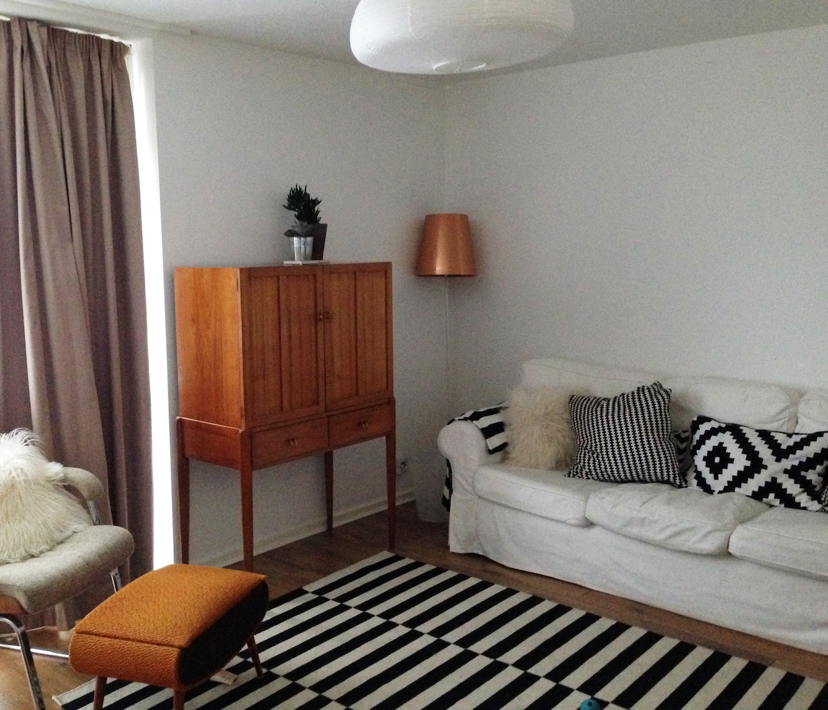 Bright double room in stylish home