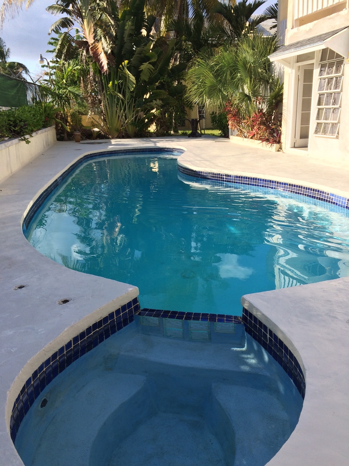 Beach, Pool & Secret Garden!