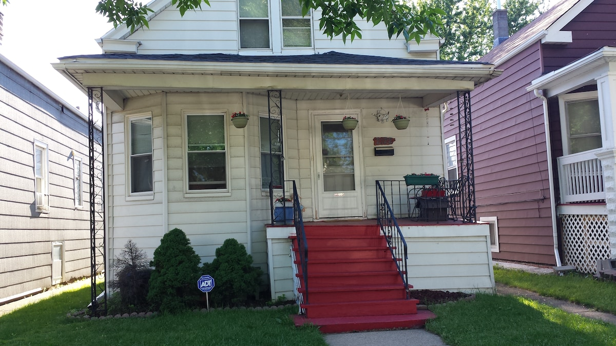 Room for rent on NW side of Chicago
