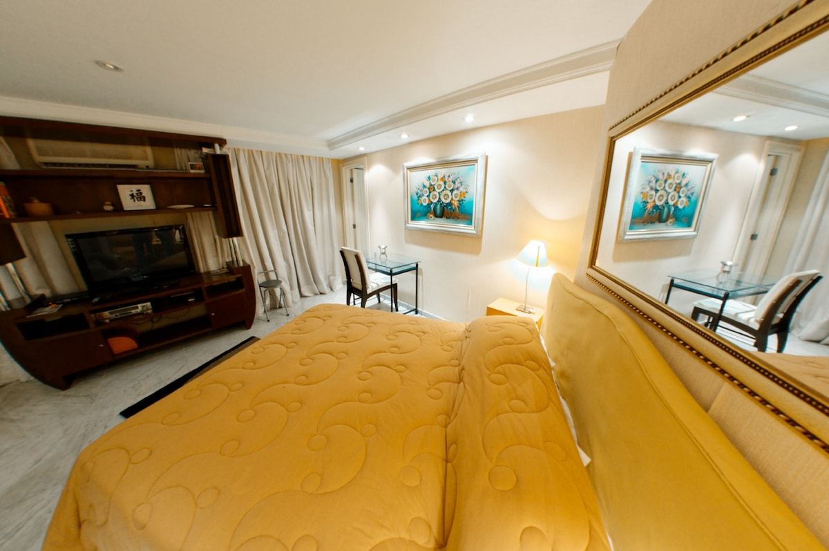 Master suite (flat tv with cable tv, A/C, Huge bathroom)