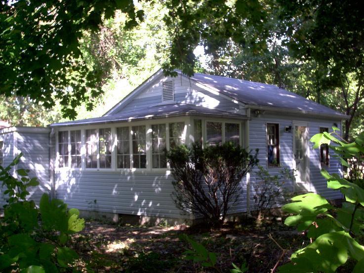 Shady Getaway cozy retreat-cottage