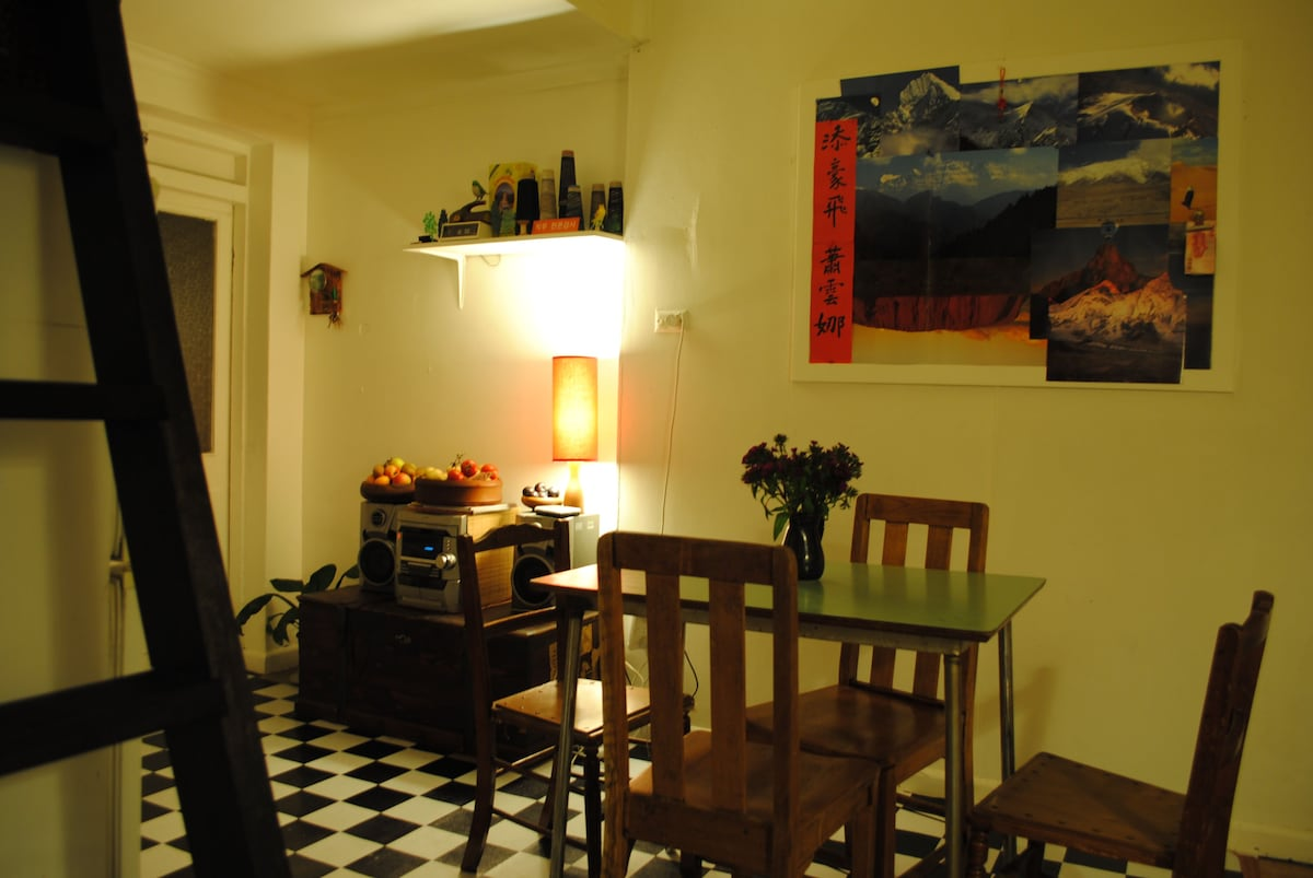 kitchen...cosy by night
