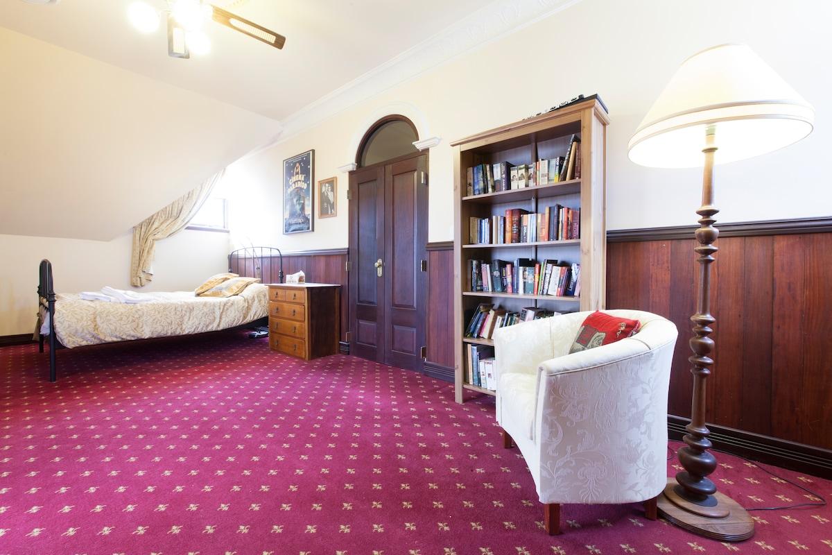 Money Street House -Balcony Room