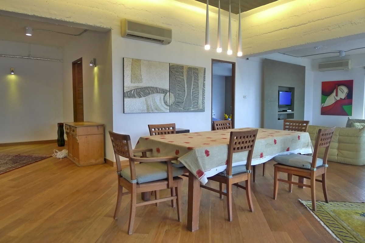 dining area with entrance area