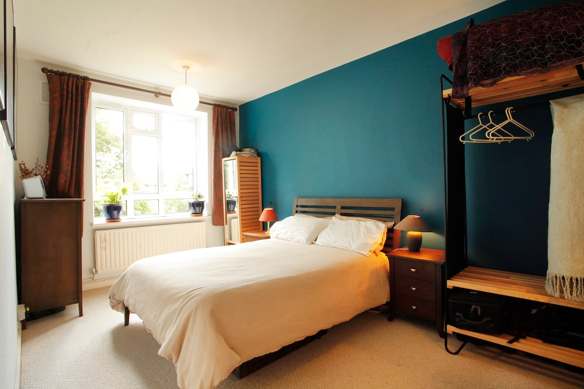 Light, airy flat in vibrant Brixton