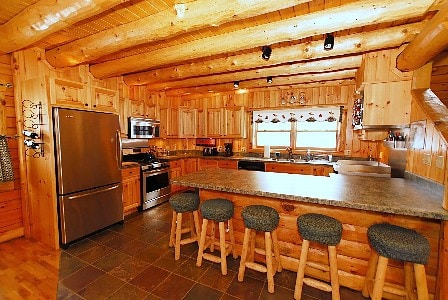 Huge Kitchen with a professional griddle and hibachi