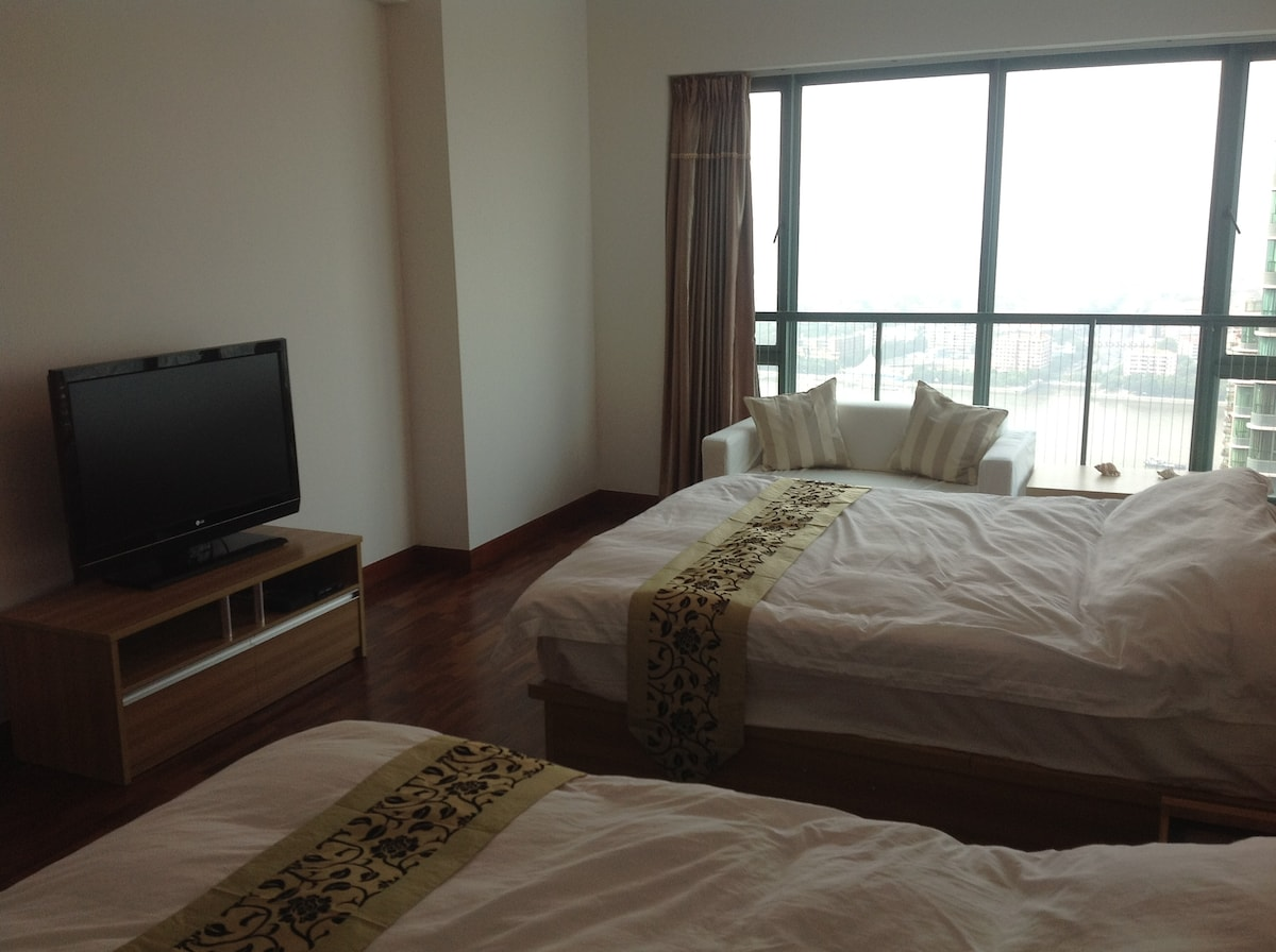 Our DELUXE room $95/night - Amazing Pearl River view thru the window..!