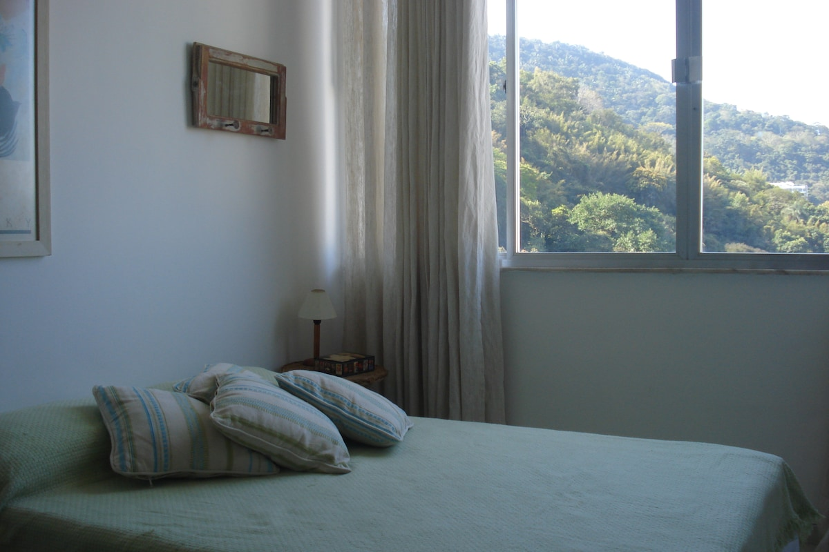 Cama de Casal e a maravilhosa vista - Double Bed and the amazing view