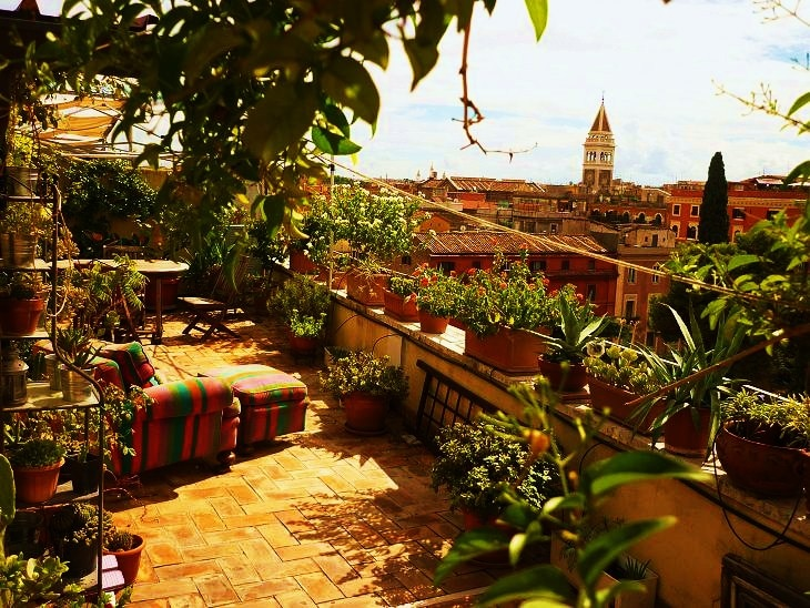Wonderful panoramic terrace of 60 square meters on the roofs of Rome with the view and the light priceless.