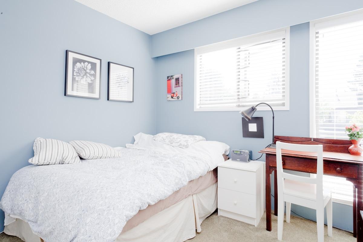Cozy,clean south facing bedroom