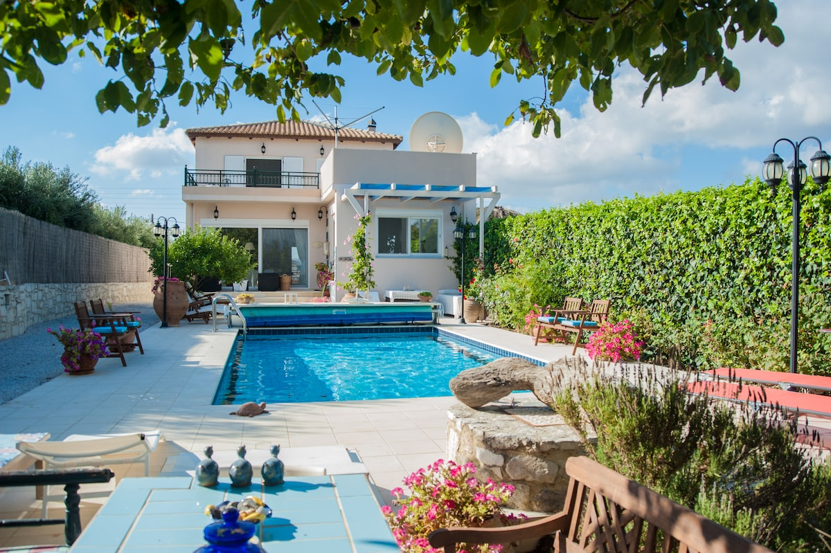 B&B in luxury Villa Theodora