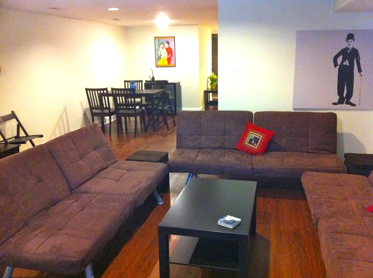 Showing the upgrades to accommodate (5 people)!  Additional sofa-bed, chairs, tables, etc.
