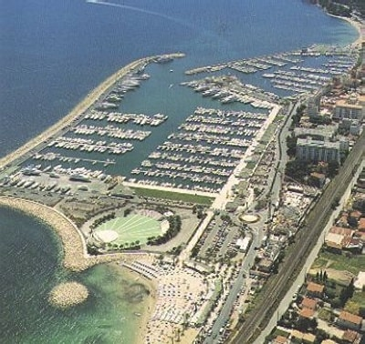 Viaw of marina of Golfe Juan (the apartment is in the middle 50 meters from marina).