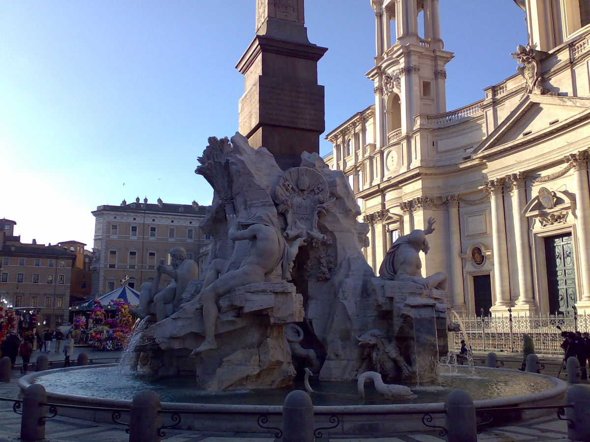 PIAZZA NAVONA ( AT THE CORNER OF THE FLAT )
