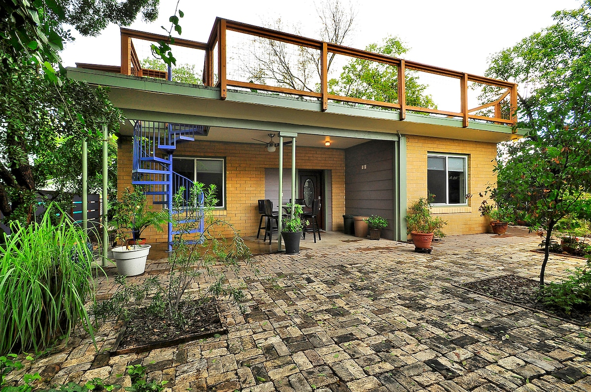 A Place To Stay In Austin