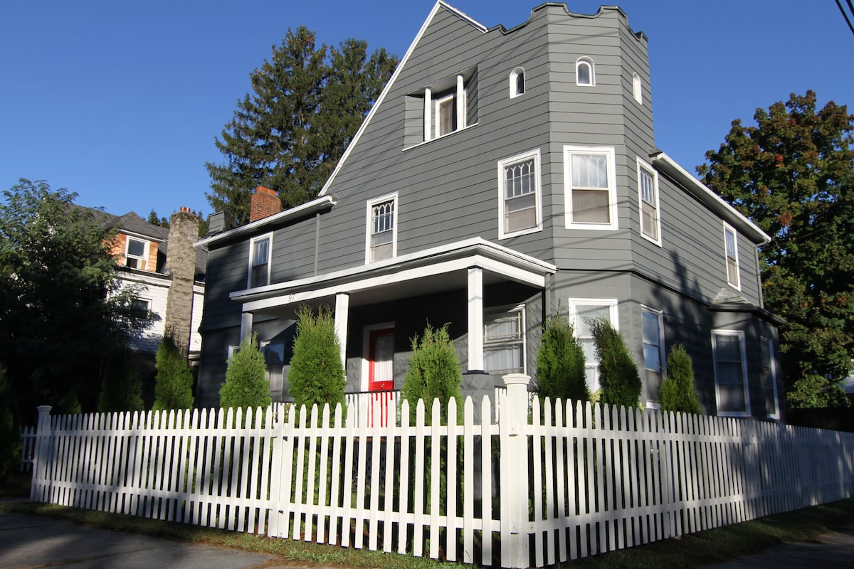 The Saint James Kingston, corner lot (white picket fence to front, private back yard with 6 ft stockade fence)