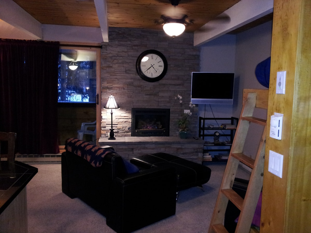 Fully remodeled studio in Breckenridge, close to all you want. Great comfort, great location, great trip.