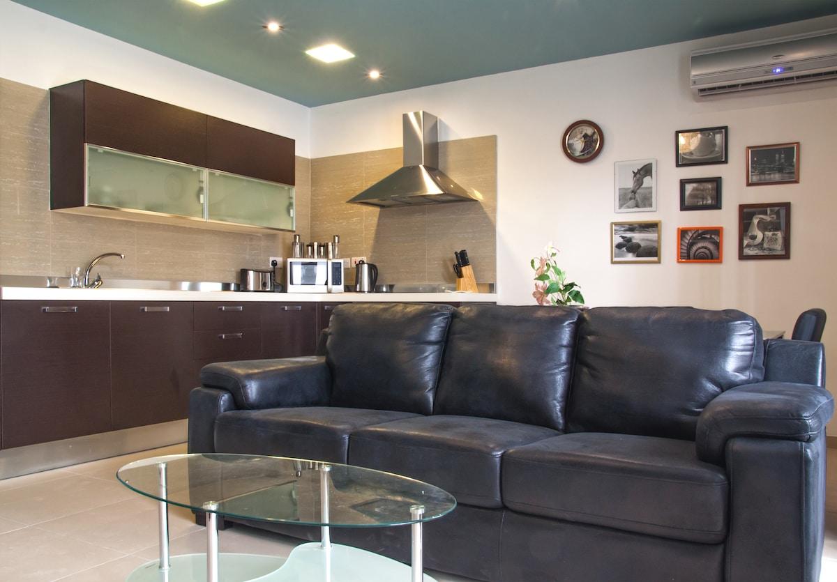 Open plan kitchen/dining/living