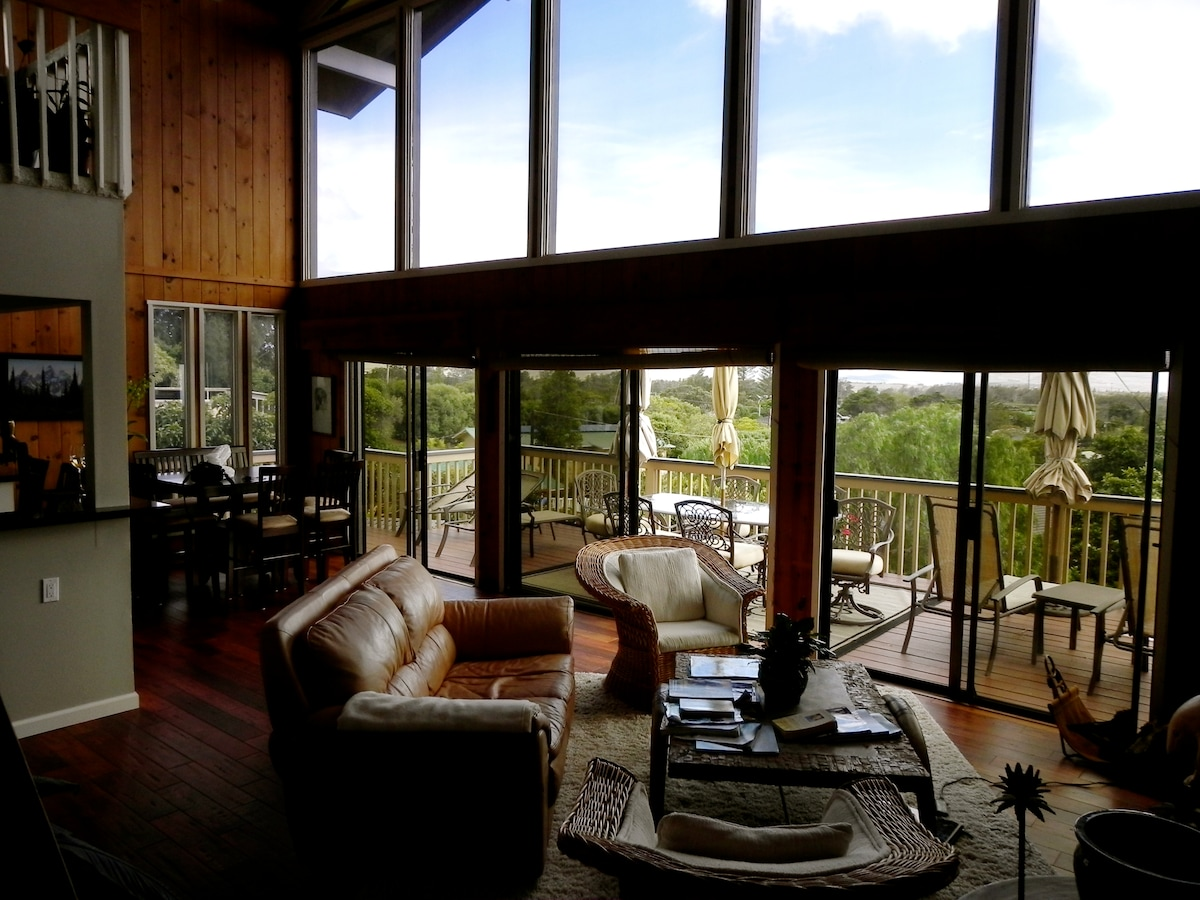 an entire wall of windows open to a lanai with spectacular views