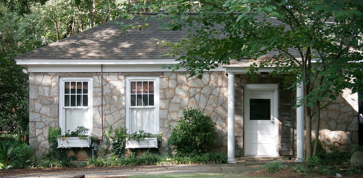 Historic Guest Cottage in 5 Points!