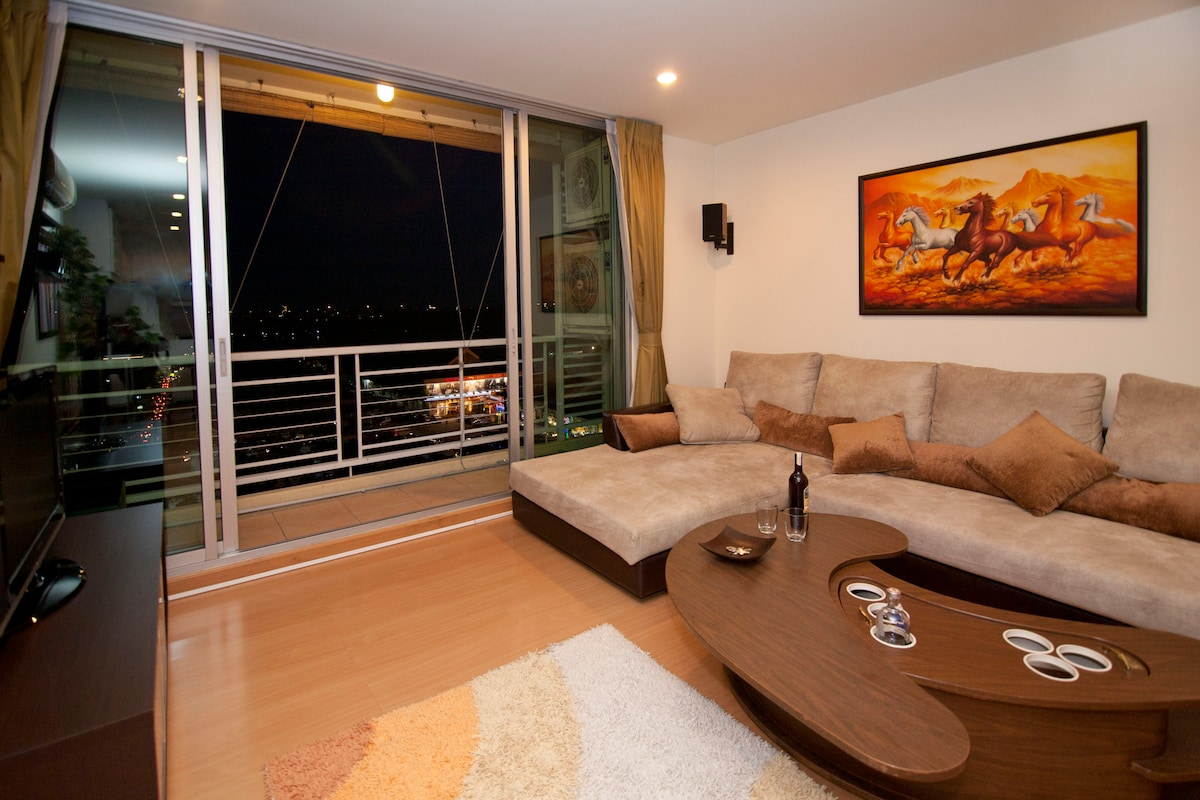 """Spacious Living Room, with secret """"pop-up"""" bar. Large couch."""