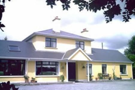 Davmar Bed & Breakfast - Blarney - Bed & Breakfast