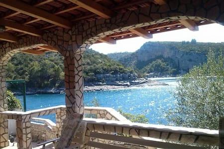 De Luxe Villa with Private Beach - Jelsa