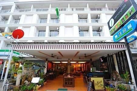 Lemongrass hotel patong beach - Tambon Patong