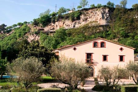 Villa, 7 bedrooms wt private bath. Renovated, pool - Capellades - House