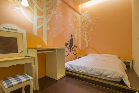 墾丁好窩的時光隧道房間,是獨立的二人房間,內有冷氣機,衛浴設備,電視機 - Bed & Breakfast